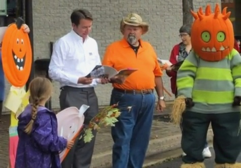 Scott Brison MP, Kentville Mayor Dave Corkum and Spike the pumpkin person perform at the StoryMob.