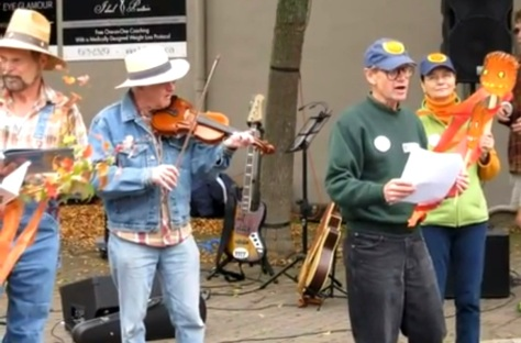 Fiddler Jack Kaulback plays while Ron reads.